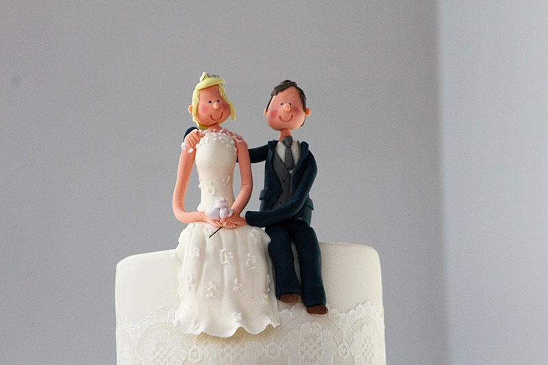 Handmade-Edible-Bride-and-Groom-cake-Topper.jpg