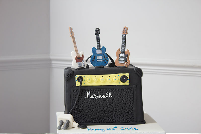 Marshall-Amp-and-Guitar-Cake.jpg