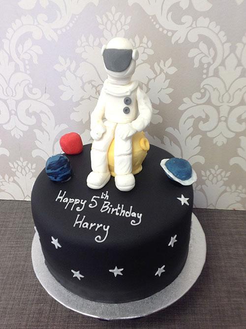 Space-Themed-Astronaut-Birthday-Cake.jpg