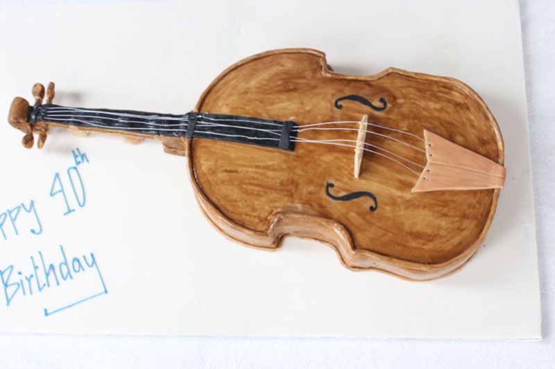 Violin-Shaped-Birthday-Cake.jpg