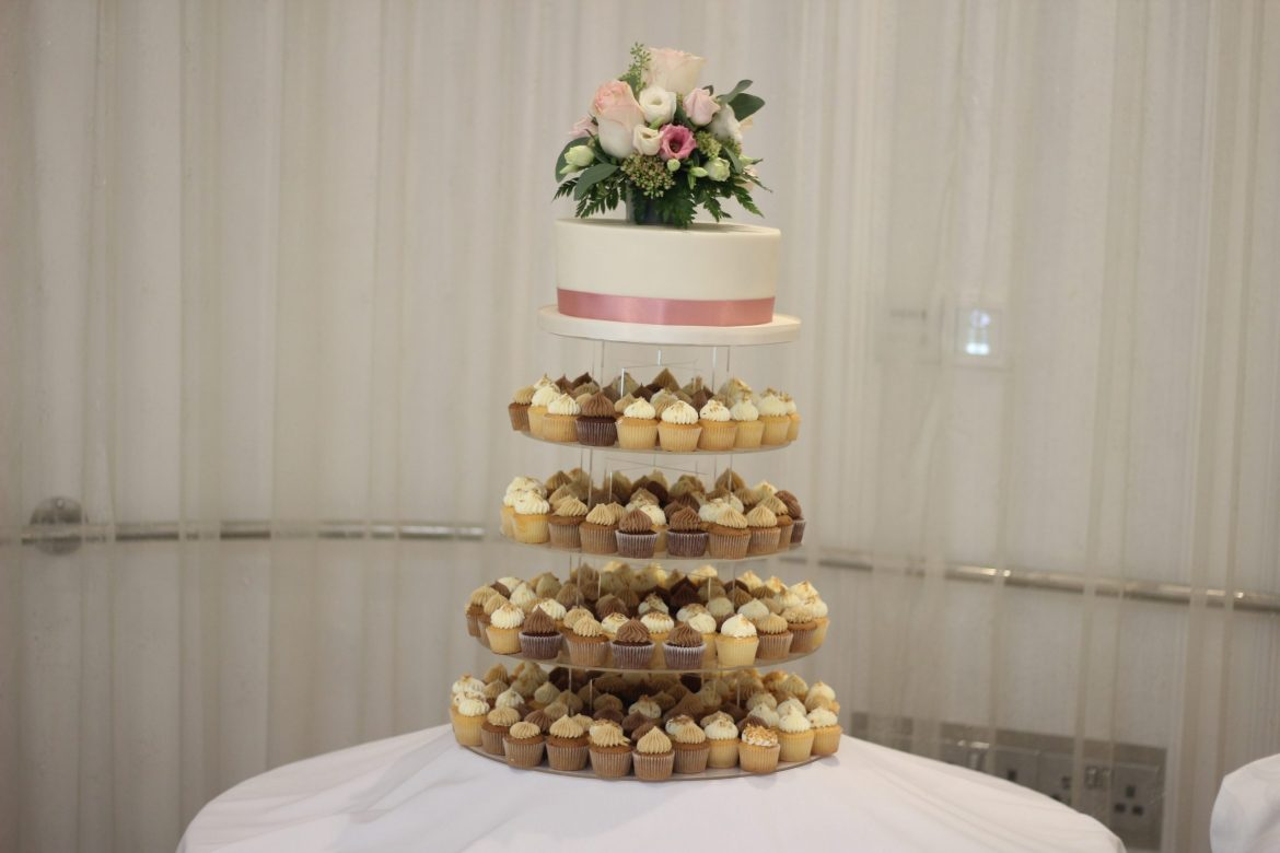 Wedding-Cake-Cup-Cake-Tower-With-Cutting-Cake-And-Fresh-Flowers-scaled.jpg